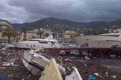 Hơn trăm du thuyền sang trọng tan tành sau bão