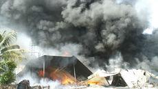 Cháy dữ dội tại công ty mút xốp rộng hàng ngàn mét vuông