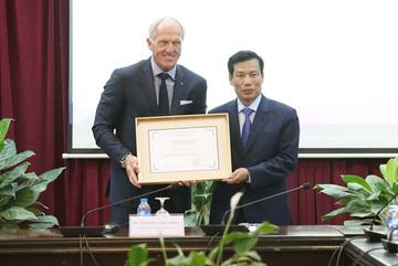 Huyền thoại golf Greg Norman làm Đại sứ Du lịch Việt Nam