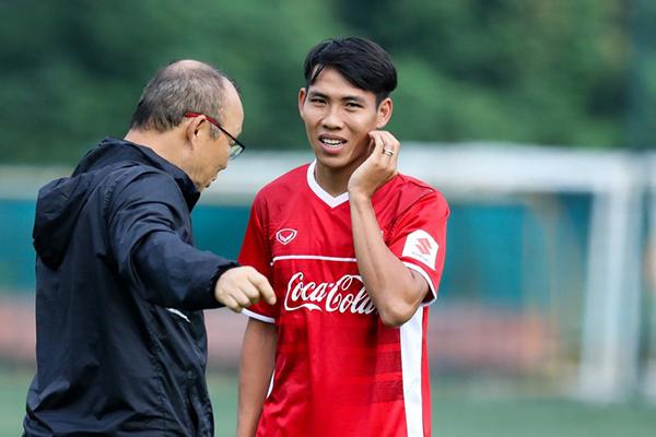 """Lỡhẹn với AFF Cup, tuyển thủViệt Nam """"tâm phục, khẩu phục"""" thầy Park"""