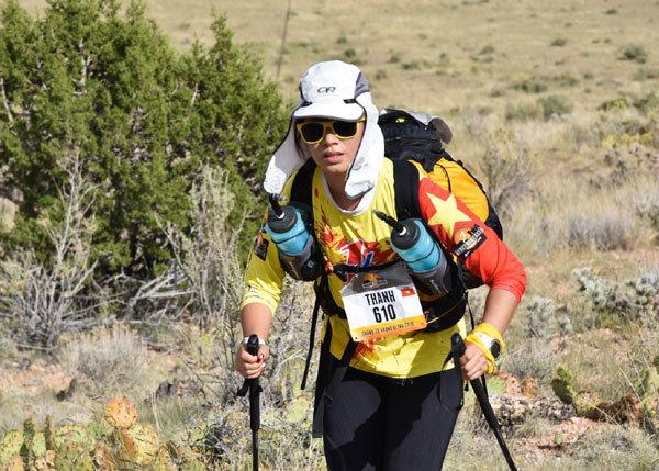 Cô gái Việt chạy vượt sa mạc Bắc Mỹ