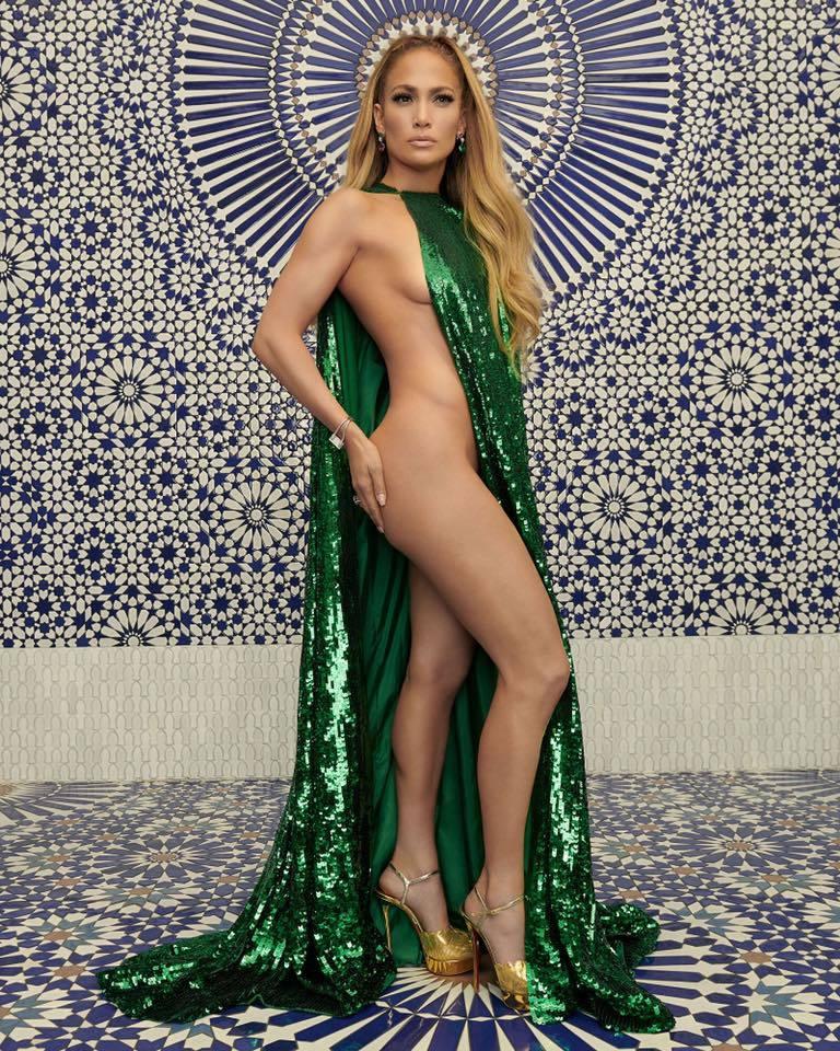 Jennifer Lopez bán khỏa thân, khoe hình thể không tin nổi ở tuổi 49