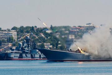 Nga bắn tên lửa 'dằn mặt' NATO