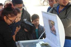 Sốc: Bé trai 8 tuổi bị bố và mẹ kế ép ăn chất thải đến chết sau nhiều năm bị bạo hành dã man