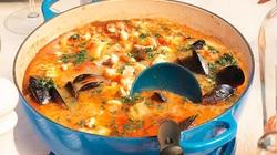 """Từ xuất xứ bình dân """"đầu thừa đuôi thẹo"""" tới món súp hải sản nổi tiếng nhất thế giới"""