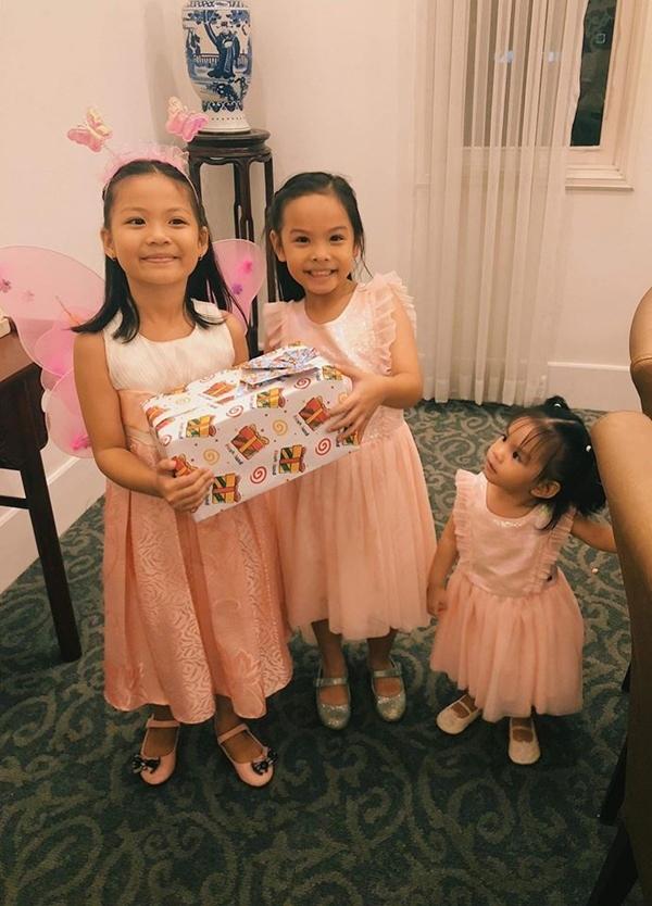 Phạm Quỳnh Anh - Quang Huy bên nhau mừng sinh nhật con gái