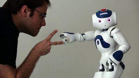 Nhiều doanh nghiệp Anh đang tụt hậu vì không ứng dụng AI