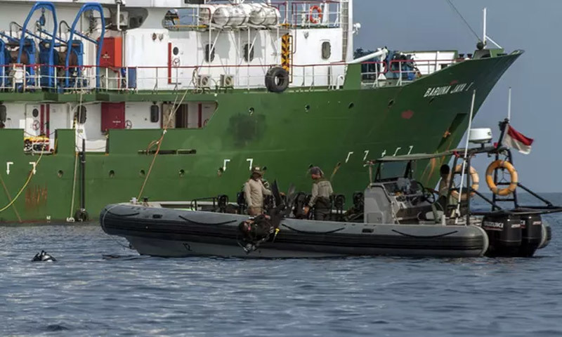 Vớt được hộp đen máy bay Indonesia, nhận dạng nạn nhân đầu tiên