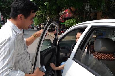 Học viên ngoại tình, thầy giáo lái xe nhận 'đòn' oan