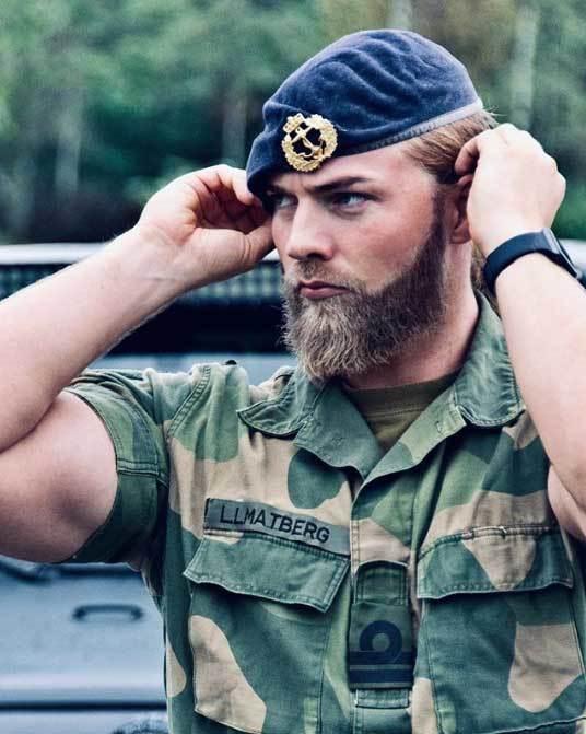 Ngắm 'nam thần' quảng bá cho tập trận của NATO