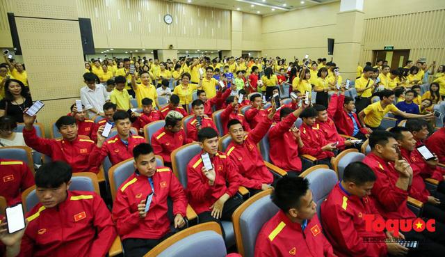 Nghĩa cử đẹp của tuyển Việt Nam trước thềm AFF Cup 2018