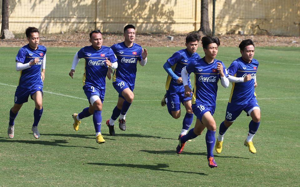 Sắp đấu Lào, tuyển Việt Nam vẫn mướt mồ hôi nhồi thể lực