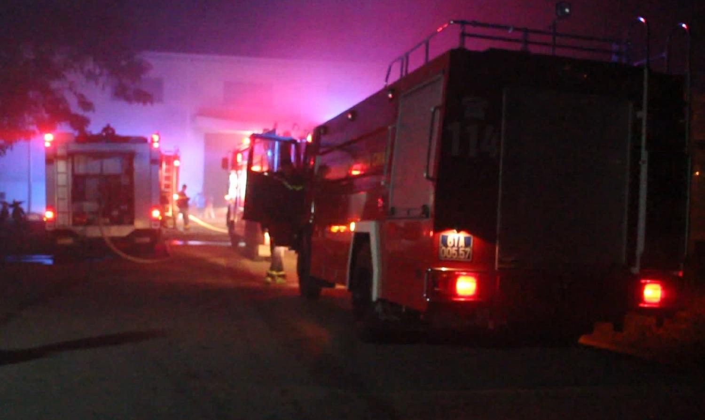 'Bà hỏa' đốt trụi nhà kho công ty bao bì suốt 2 giờ