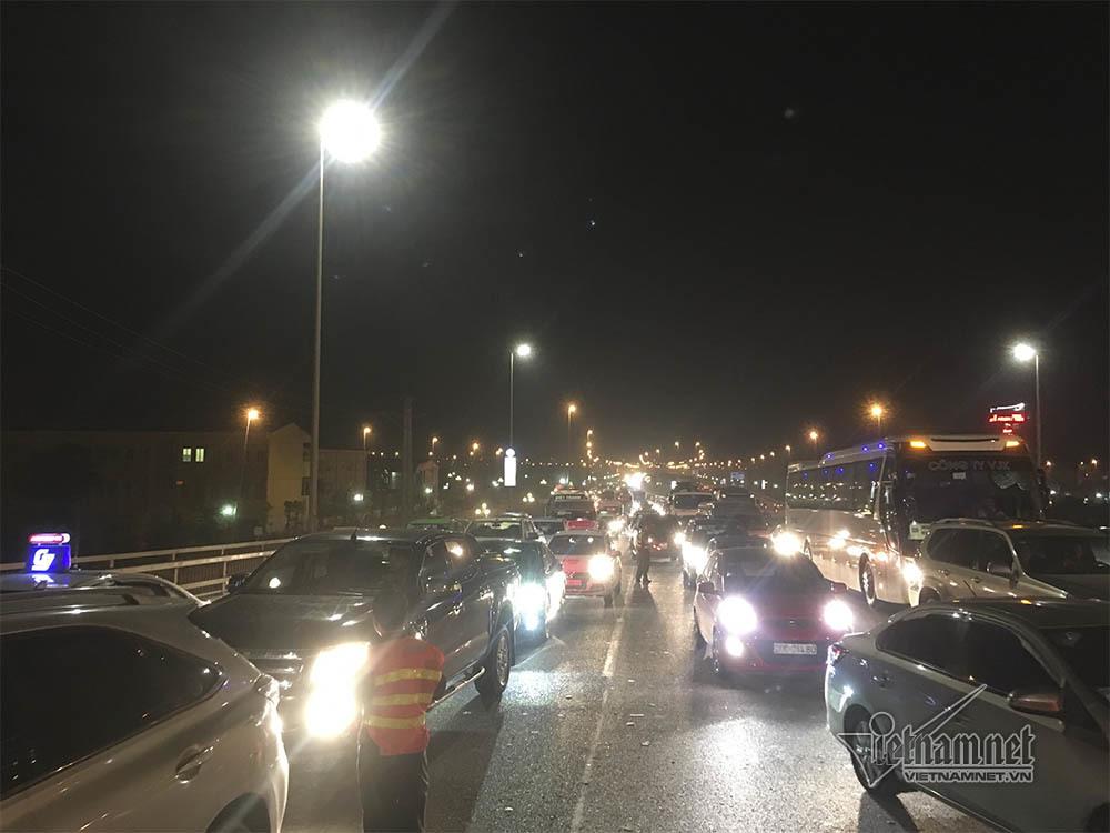 tai nạn,tai nạn giao thông,tai nạn chết người,cầu Nhật Tân,Hà Nội