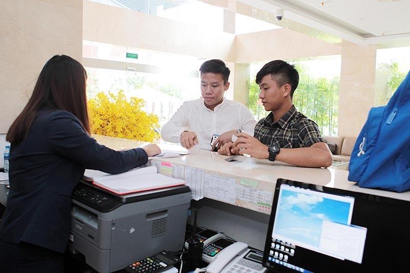 Tuyển Việt Nam: Bí mật nơi ở tại Lào, cầu thủ nhận 'quà' sớm