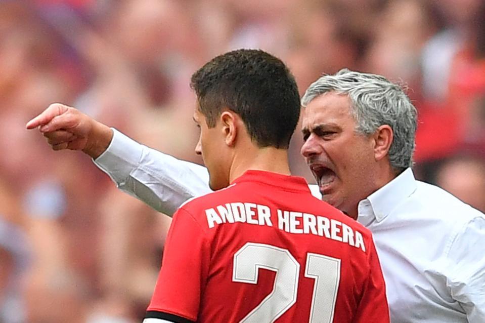 MU bán tháo Herrera giá rẻ, Chelsea không mua đứt Kovacic
