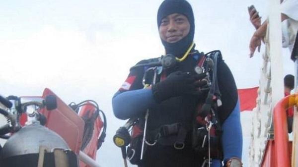 máy bay rơi,máy bay rơi ở Indonesia,thợ lặn,tìm kiếm