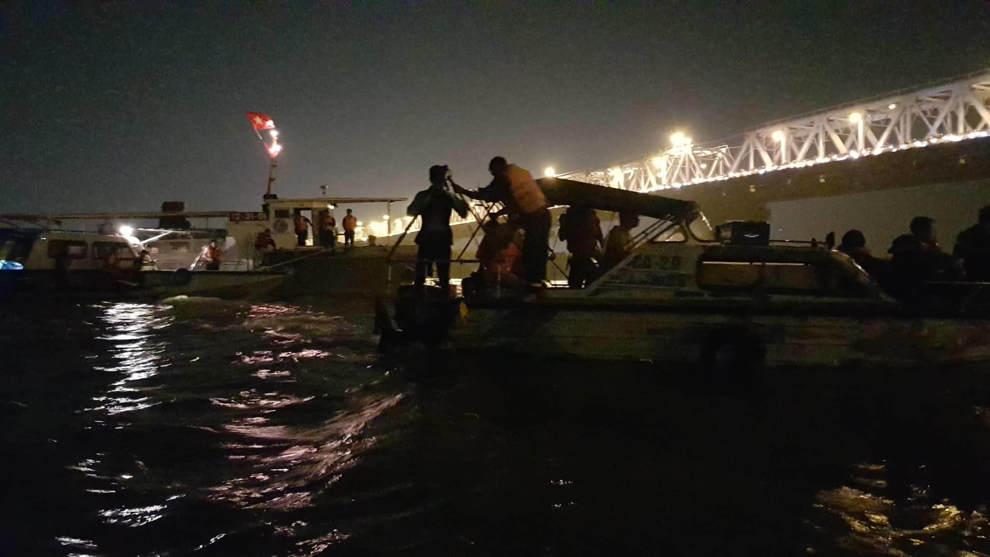 Xác định chủ xe Mercedes rơi từ cầu Chương Dương xuống sông Hồng