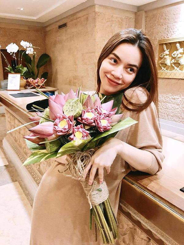 Tin Sao Việt ngày 4/11: Ngọc Trinh phát ngôn mới về tiền bạc