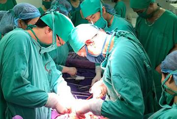 10 y bác sĩ thay nhau hiến máu cứu sản phụ nguy kịch