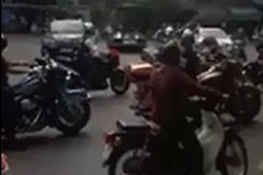 Đoàn xe mô tô phân khối lớn vít ga ầm ĩ trên đường phố khiến nhiều người phẫn nộ