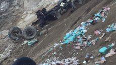 Lai Châu: Xe container lao xuống vực đứt đôi, tài xế tử vong