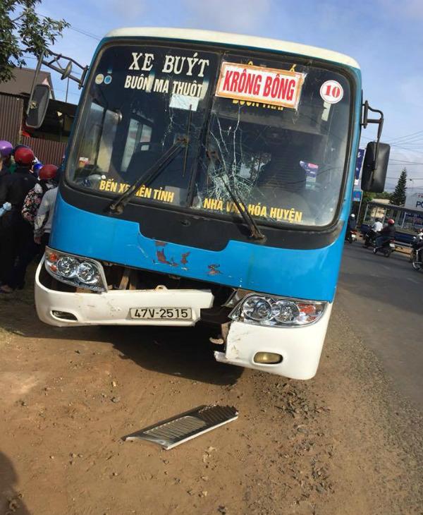 Va chạm với xe buýt, 2 vợ chồng chết thảm