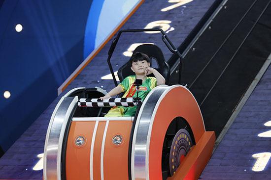 Trấn Thành kinh ngạc vì bé 4 tuổi lập kỷ lục ở Nhanh như chớp nhí