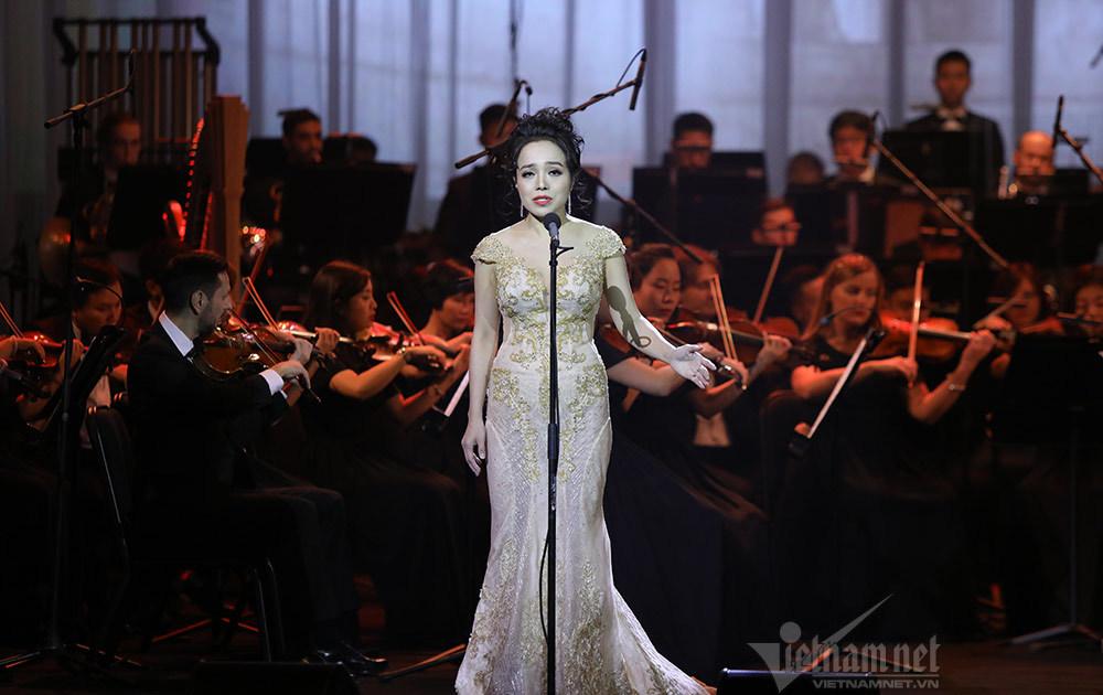 'Giọng ca số 1 opera Việt Nam' hát bolero trong live show