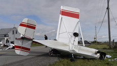 Hai máy bay đâm nhau giữa trời