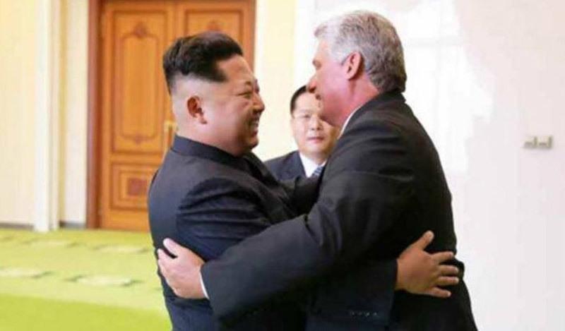 Kim Jong Un tươi cười đón tiếp Chủ tịch Cuba