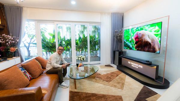 Kiến trúc sư chọn TV OLED 650 triệu làm đẹp phòng khách