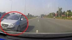 Ô tô con đi ngược chiều kiểu 'giết người' trên Đại lộ Thăng Long