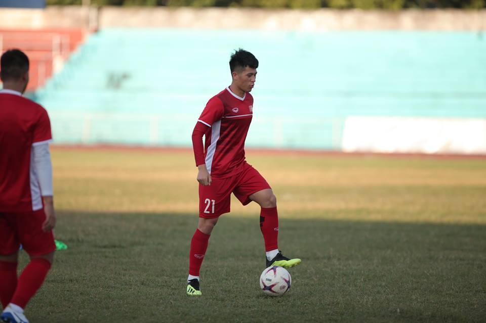 Sân tập cứng như bê tông, tuyển thủ Việt Nam than trời