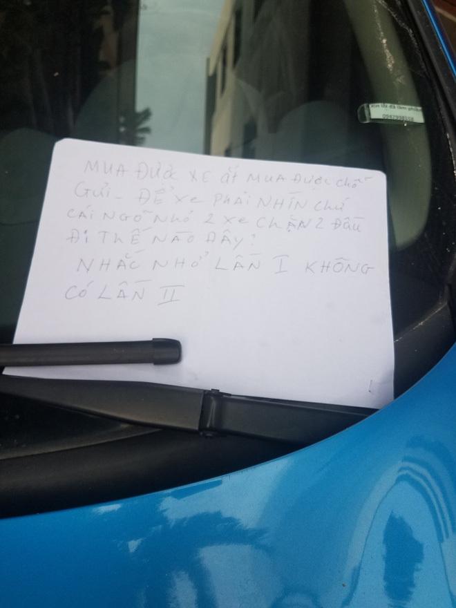 Chiêu trả đũa bá đạo dằn mặt tài xế ô tô đỗ 'láo'