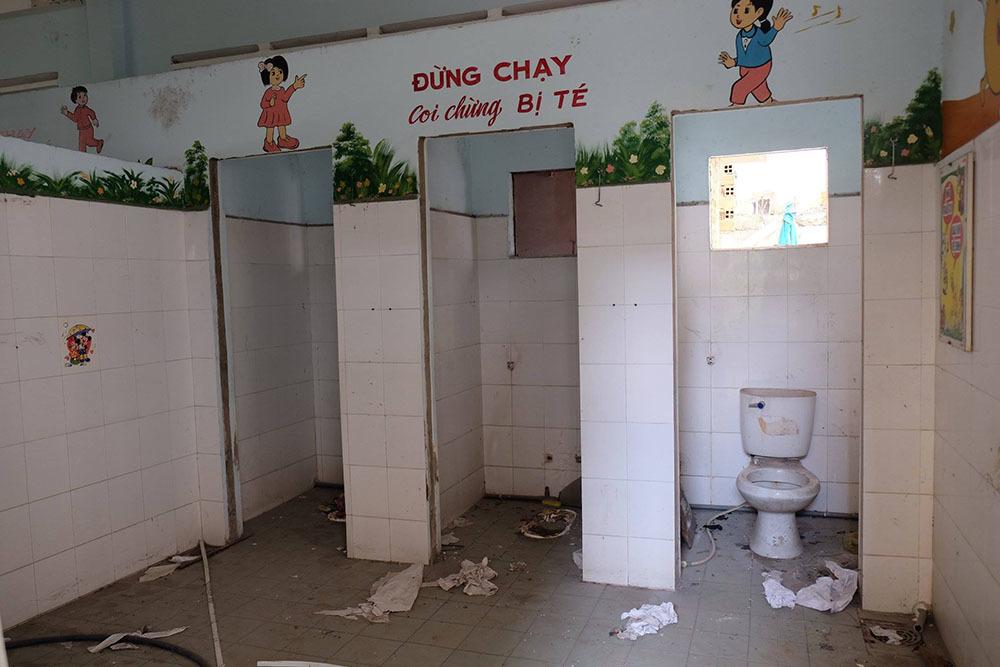 Trường học,Công trình bỏ hoang