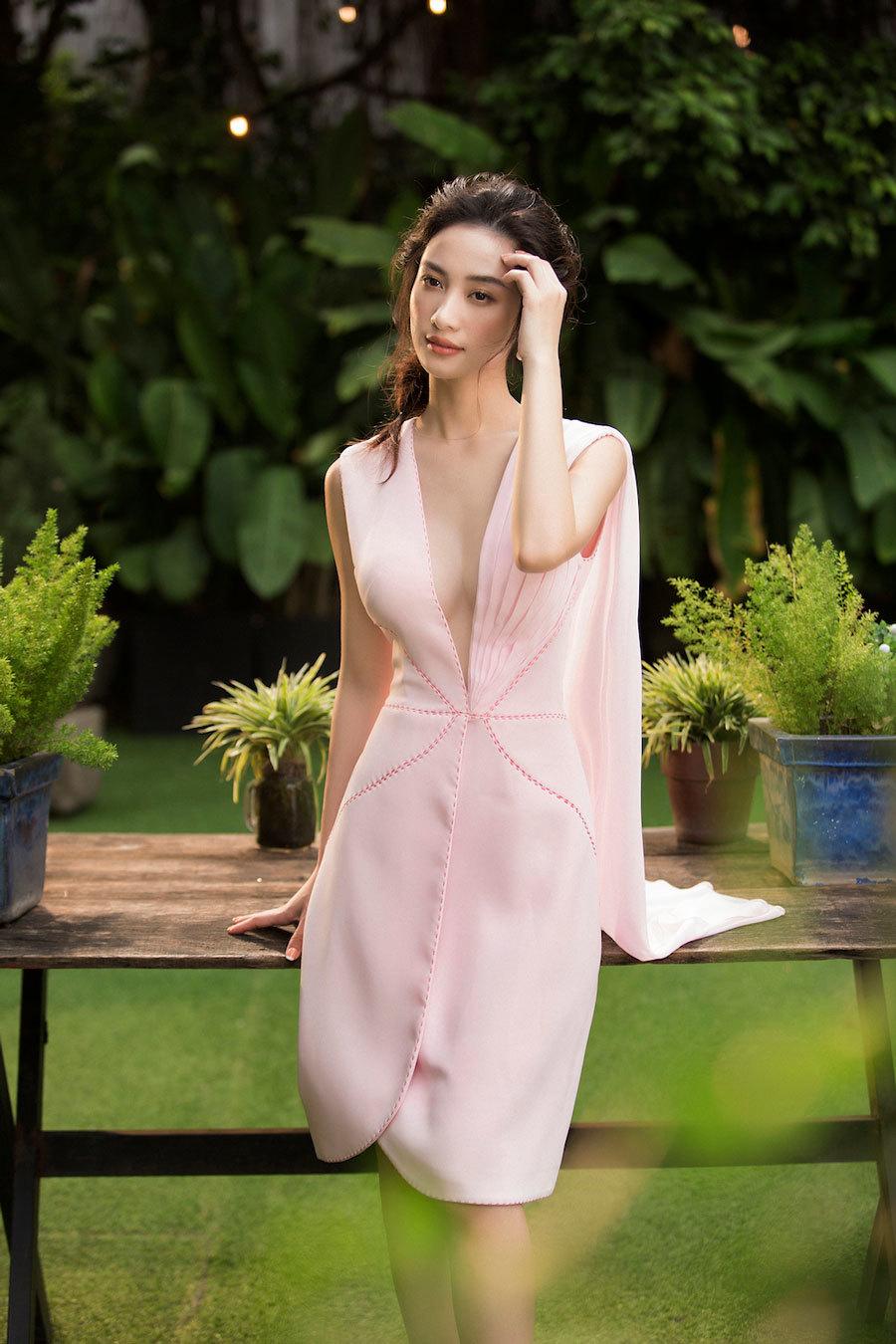'Hotgirl trà sữa' Jun Vũ khoe đường cong hút mắt