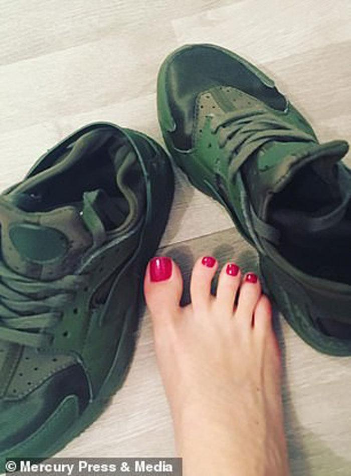 Khó tin người phụ nữ kiếm gần 3 tỷ mỗi năm nhờ bán... tất và giày bẩn