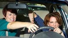 Phụ nữ lái xe: Những điểm yếu ít người để ý