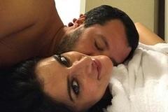 Bạn gái phó Thủ tướng Italia tung ảnh giường chiếu, thông báo chia tay