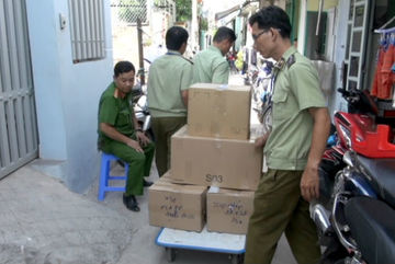 Hàng ngàn chai sữa dưỡng thể 'đội lốt' hàng ngoại ở Sài Gòn