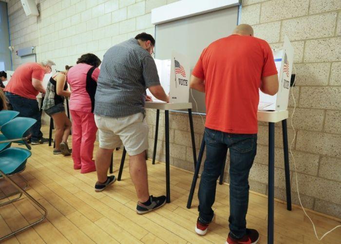 Cử tri Mỹ bỏ phiếu giữa kỳ, quyết định vận mệnh quyền lực của ông Trump