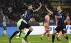 Barca đánh rơi chiến thắng trên sân của Inter Milan