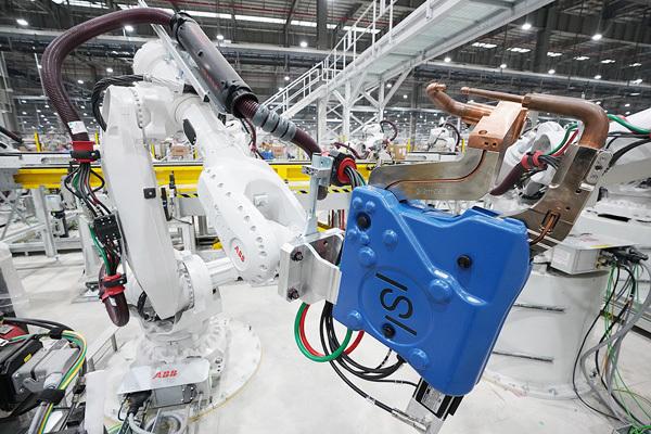 VinFast: 1200 Robot sẵn sàng hoạt động