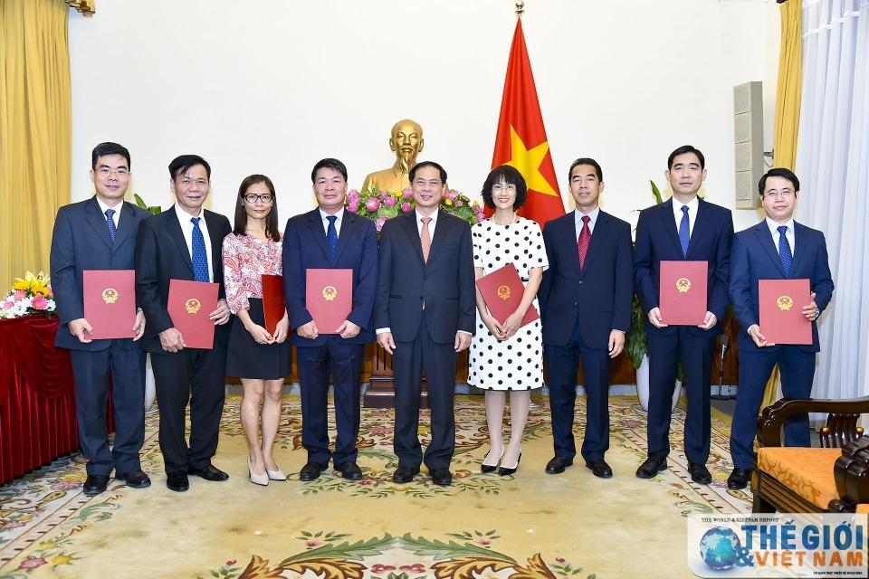 Bộ Ngoại giao, GD&ĐT điều động, bổ nhiệm nhân sự mới