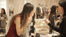 Hé lộ những chuyến mua sắm đặc biệt của du học sinh Trung Quốc tại Mỹ