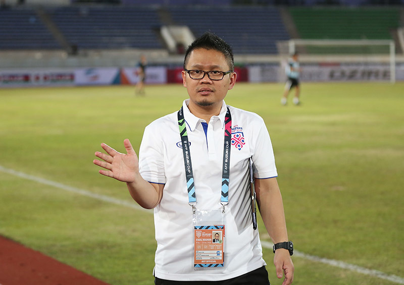 Đột nhập xem 'Messi Lào' luyện công chờ đấu tuyển Việt Nam