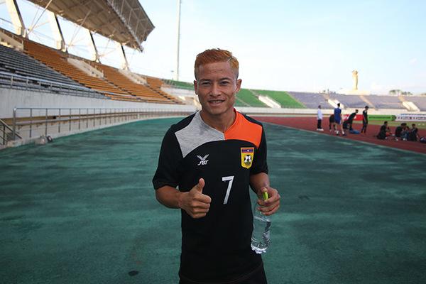 """Tự ái vì ngồi dự bị, """"Messi Lào"""" giã từ đội tuyển Lào"""