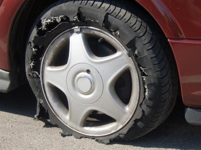 Sẽ rất nguy hiểm nếu bạn lái xe trong tình trạng mâm xe bị nứt