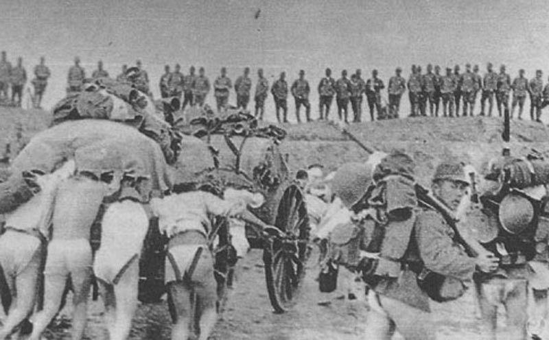 Quân Nhật đổ bộ lên bờ vịnh Hàng Châu.